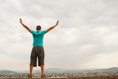 Человек на фоне неба
